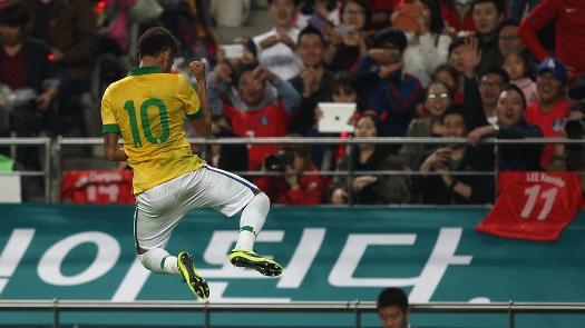 Neymar abriu o placar de falta ainda no primeiro tempo. (Foto: Getty)