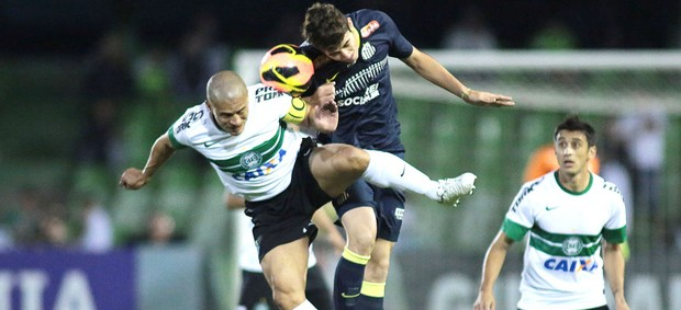 Julio Cesar foi o autor do gol da vitória. (Foto: globo.com)