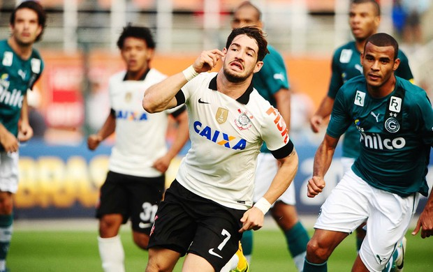 Pato acompanhado por Amaral, ambos fizeram os seu gol na partida. (Foto: Marcos Ribolli)