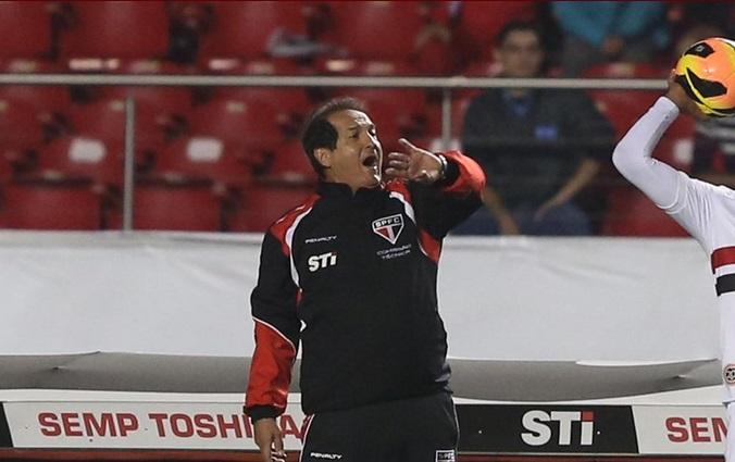 Muricy chegou a 200 vitórias no comando do São Paulo e sua terceira vitória desde o retorno. (Foto: Rubens Chiri)