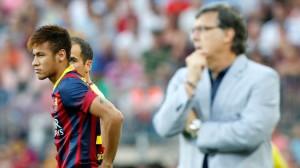 Neymar e Martino a beira do campo, as novas caras do Barcelona. (Foto: Getty)
