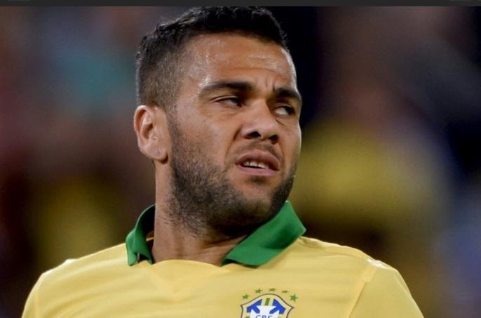 Daniel Alves lamenta gol contra. (Foto: AFP