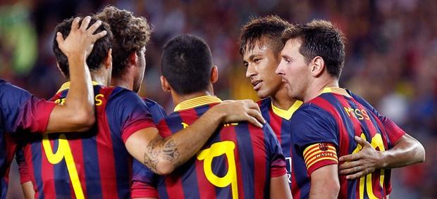 Neymar comemorando com time o quinto do Barça. (Foto: AFP)