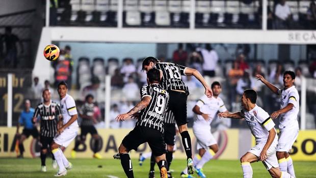 Paulo André fez o primeiro gol da partida. (Foto: Marcos Ribolli)