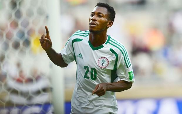 Oduamadi celebra o seu segundo gol na partida (Foto: Marcos Ribolli)