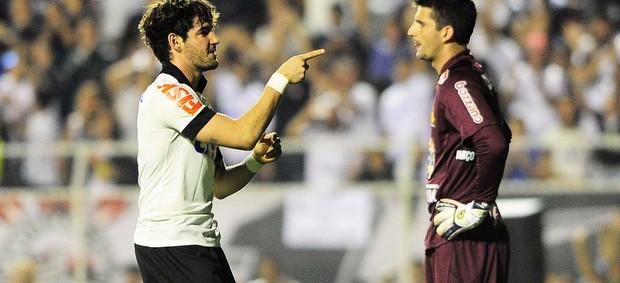 Alexandre Pato acabou com jejum de quatro jogos sem gols do Corinthians  (Foto: Marcos Ribolli)