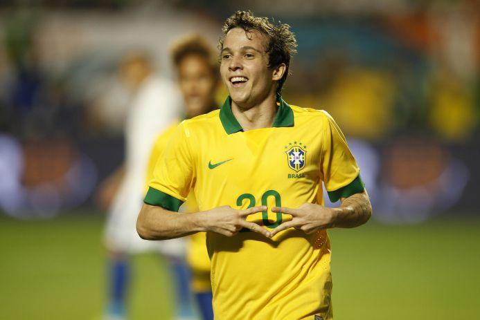 Bernard comemora gol que iniciou goleada brasileira. (Foto: Rafael Ribeiro / CBF)