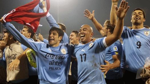 Atletas uruguaios praticamente comemoram a classificação para o mundial 2014. (Foto: Getty)
