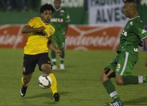 Romarinho pouco fez na partida, barrado pela forte marcação da Chapecoense. (Foto: ag. Corinthians)