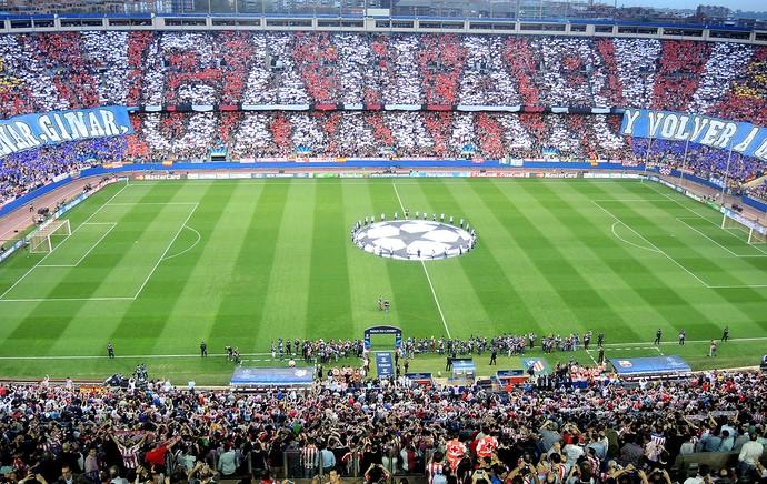 Mosaico da torcida do Atlético de Madrid. Ganhar! (Foto: EFE)