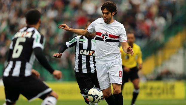 Kaká fez boa atuação e ajudou o São Paulo no Sul do País. (Foto: Rubens Chiri SPFC)