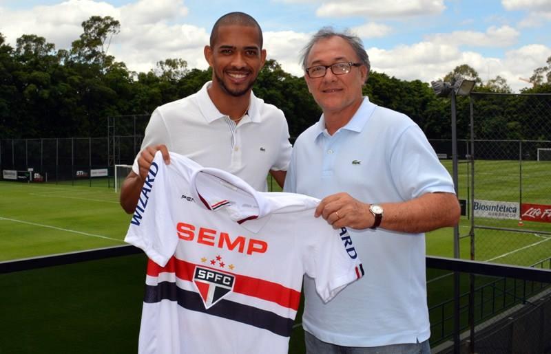 Luis Ricardo acompanhado do diretor de futebol do clube, Rubens Moreno. Foto: saopaulofc.net