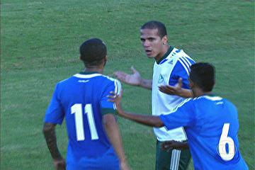 Ronny e Wesley discutem durante treino. (Foto: Reprodução TV)