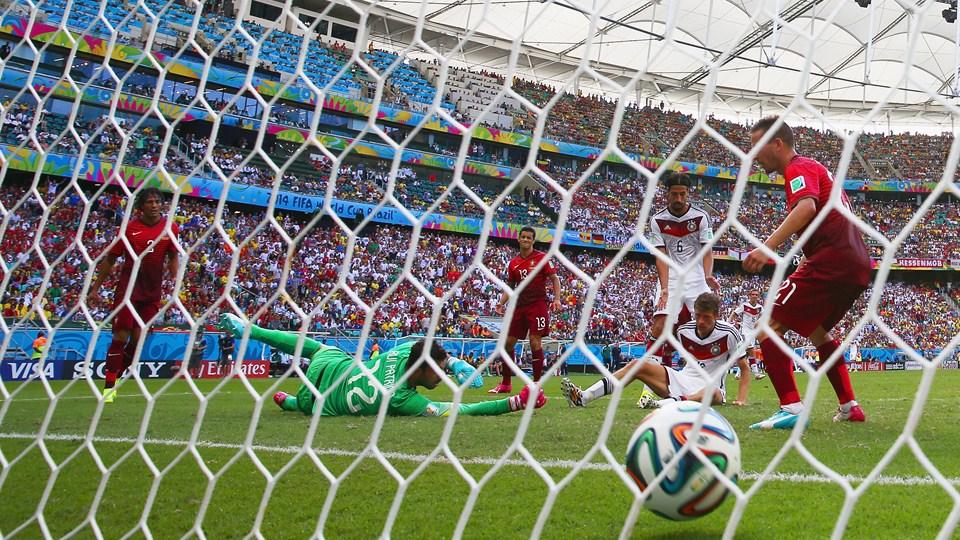 Thomas Müller faz o terceiro dele na partida e o quarto da Alemanha. (Foto: Getty)
