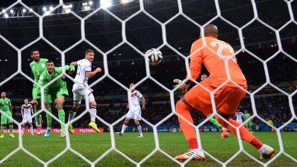 Rais o goleiro argelino foi o nome do jogo com pelo menos oito defesas no jogo.