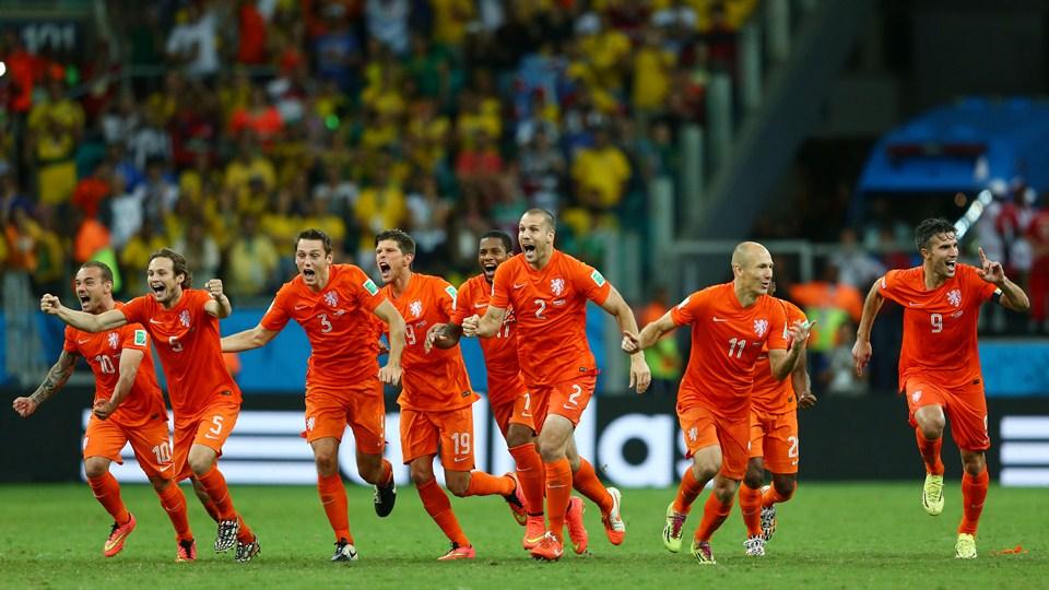 Holandeses comemoram classificação as semifinais, onde enfrentarão a Argentina. (Foto: Getty)