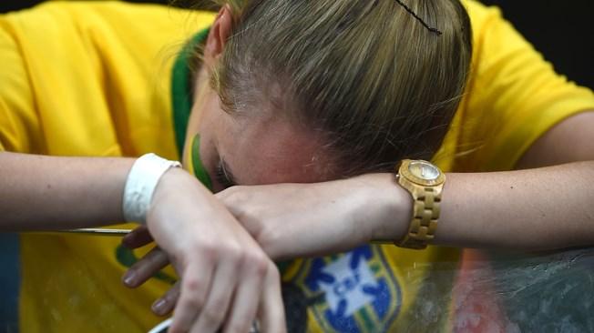 Torcedora chora no Mineirão após derrota para Alemanha. (Foto: Getty)