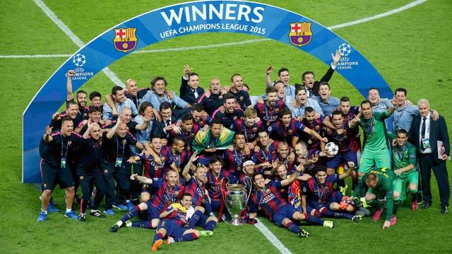 Jogadores do Barça comemoram Título. Foto: Getty)