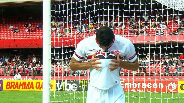Kardec comemora seu segundo gol e homenageia esposa grávida. (Foto: Reprodução)