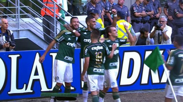 Leandro Pereira comemora gol que deu a vitória ao Palmeiras. (Foto: Reprodução)