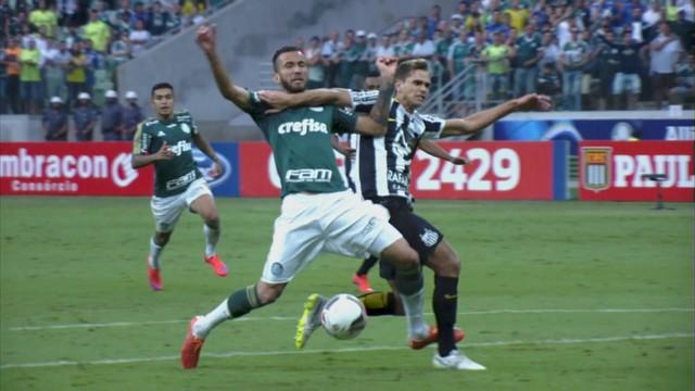 Vinícius Forlan marca penalti de Paulo Ricardo em Leandro Pereira. (Foto Reprodução)