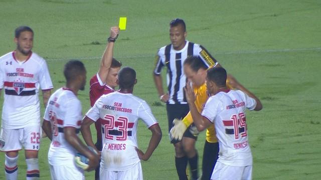 Ceni recebeu amarelo por reclamação. (Foto: Reprodução)
