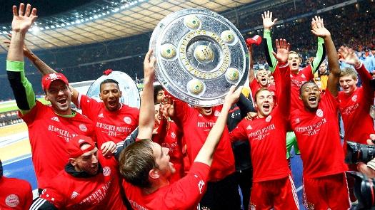 Jogadores do Bayern comemoram seu 24º título alemão. (Foto: Getty)