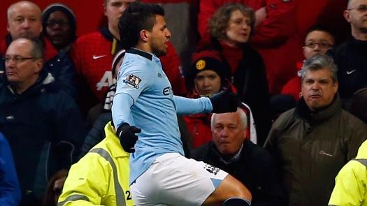 Agüero fez o gol da vitória do City no clássico diante do United. (Foto: Reuters)