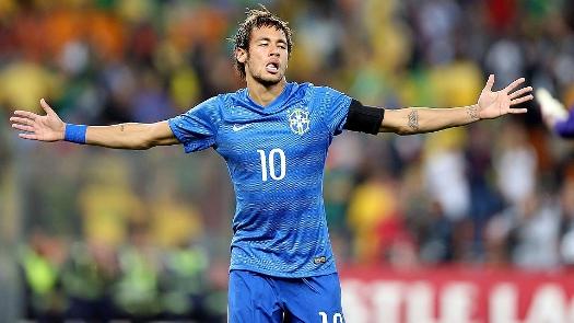 Neymar comemora seu 2º gol, desta vez com camisa azul. ( Foto: Mowa Press)
