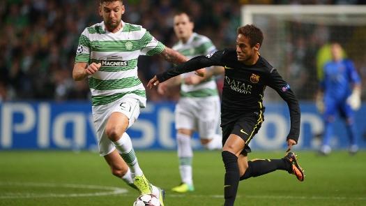 Neymar dá arrancada contra os defensores do Celtic. (Foto: Getty)