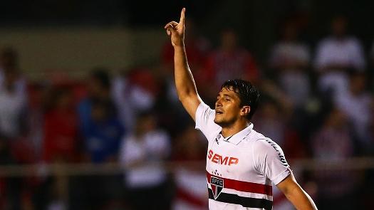 Aloísio comemora gol da vitória que marcou no fim do jogo. (Foto: Gazeta Press)