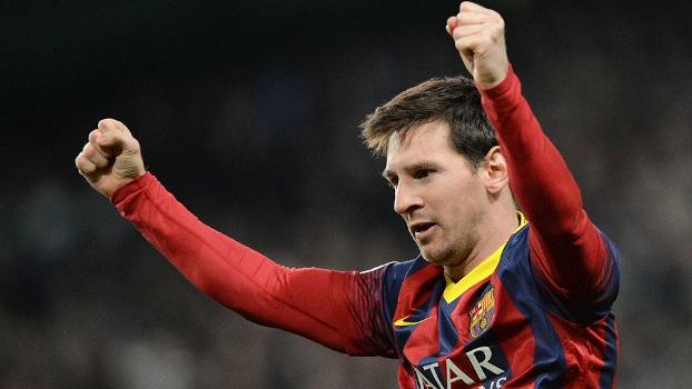 Messi comemora vitória no fim do jogo em Manchester. O argentino guardou o seu de penalti. (Foto: Getty)