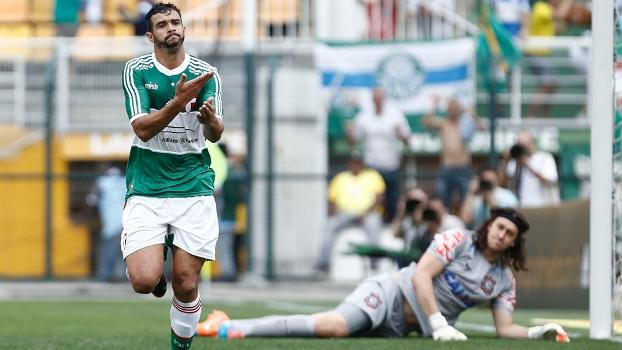Henrique comemora gol que abriu o placar contra o Corinthians. (Foto: Gazeta Press).