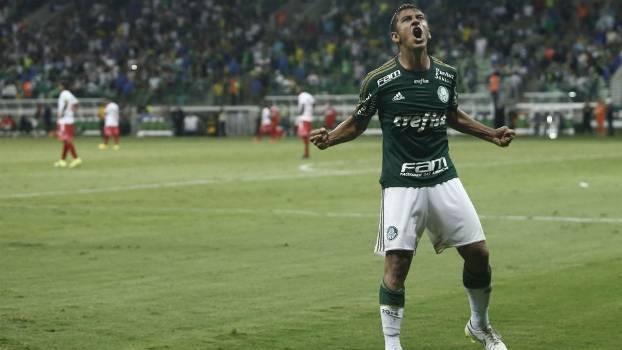 Robinho fez dois para o Palmeiras no fim da partida. (Foto: Gazeta Press)