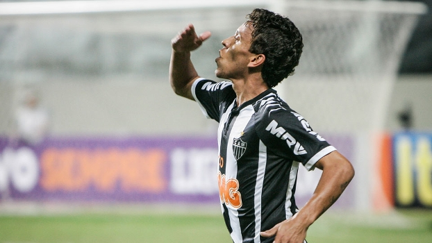Marcos Rocha abriu o placar para o Atlético MG. (Foto: Gazeta Press)