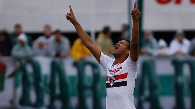 Souza comemora golaço diante da Chapecoense. (Foto: Gazeta Press)