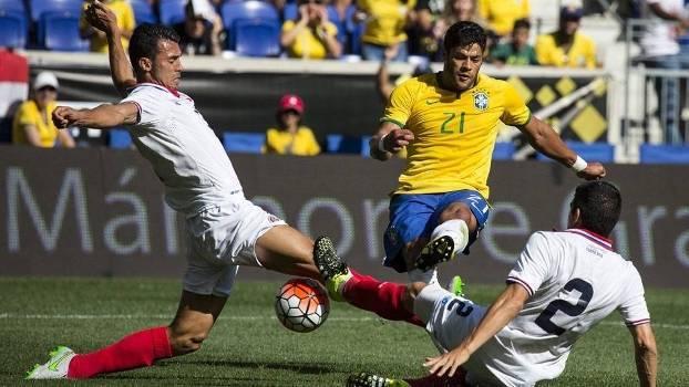 Hulk chuta e marca o gol do Brasil. (Foto: site CBF)