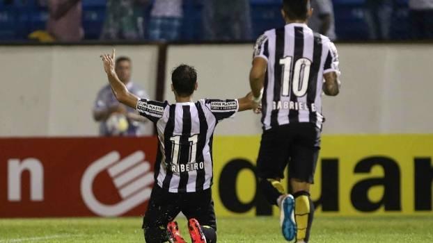 Thiago Ribeiro jogou e deixou o seu. (Foto: Gazeta Press)