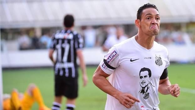 Ricardo Oliveira faz caras e bocas ao comemorar gol da vitória santista. (Foto: Gazeta Press)