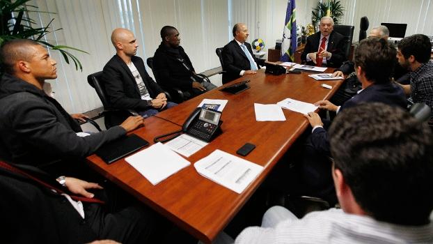 Marim e representantes do Bom senso F.C. reunidos na CBF. (Foto: ESPN)