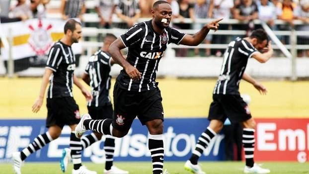 Love faz o primeiro com a camisa do Corinthians. (Foto: Gazeta Press)