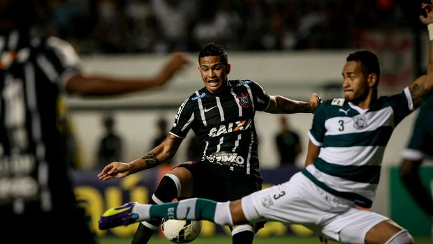 Cheio de desfalques, Corinthians contou com a sorte para vencer o Goiás. (Foto: Gazeta Press).