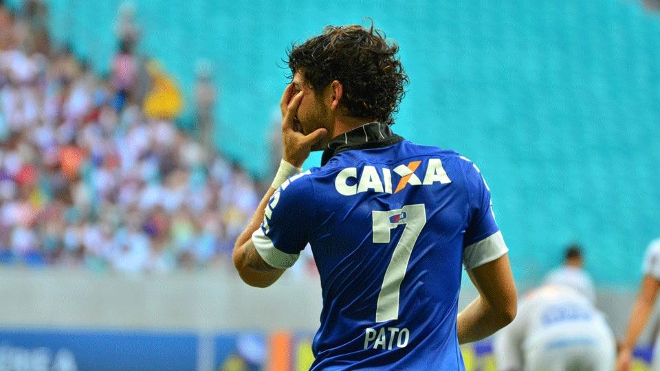 Pato fez os dois gols da Vitória corinthiana. (Foto: Getty)