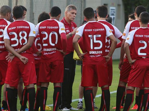 Paulo Autuori comanda treino antes da partida contra o Corinthians (foxsport.com.br)