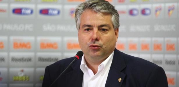 Adalberto Baptista, diretor de futebol, durante entrevista no CT da Barra Funda. Foto: Luiz Pires / Vipcomm