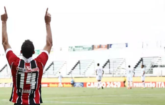 Alan Kardec comemora seu gol contra o Bragantino. (Foto: Miguel Schincariol / Gazeta Press)
