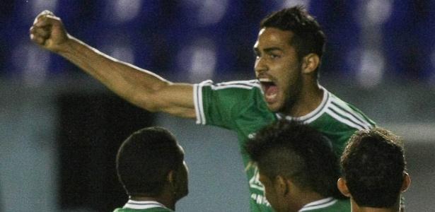 Alan Kardec comemora um dos gols marcados na partida. Foto: César Greco / FotoArena