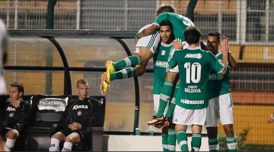 Jogadores comemoram o gol de Alan Kardec. Foto: Reinaldo Canato / UOL