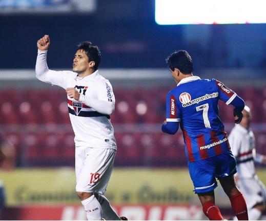 Aloisio comemora seu gol diante do bahia. (Foto: Leonardo Soares/UOL)