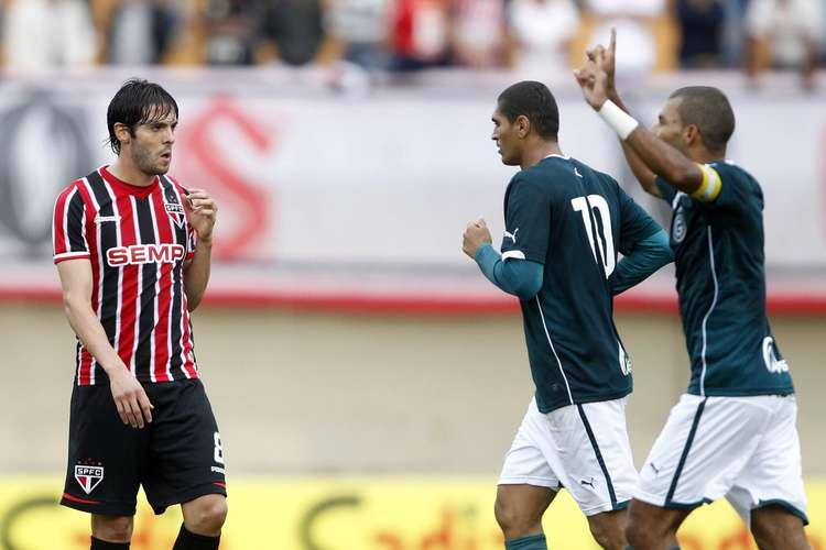 Amaral comemora o primeiro gol do jogo. Foto: Adalberto Marques / Agif  /  Gazeta Esportiva
